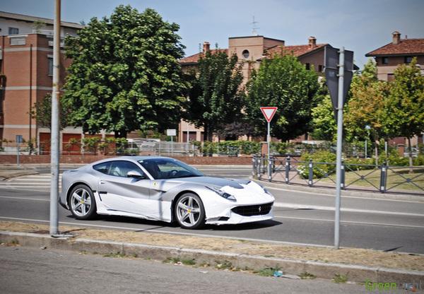 Ferrari F12 Berlinetta gespot