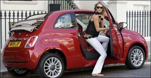 Supermodel Elle Macpherson Valt Voor De Fiat 500c