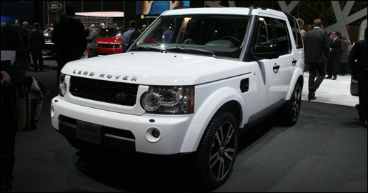 Land Rover Discovery Black White