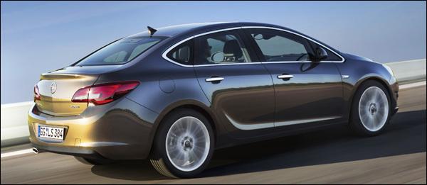 Opel Astra Sports Sedan 2012