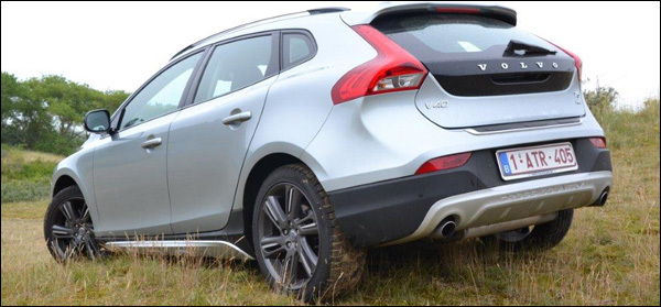 rijtest: volvo v40 cross country t5 awd | groenlicht.be