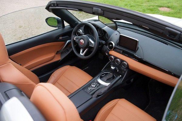 Rijtest: Fiat 124 Spider 1.4 MultiAir Turbo AT (2017)