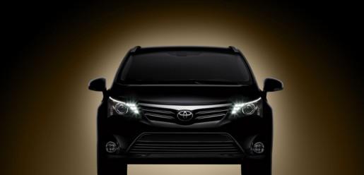 Toyota_Avensis_2012