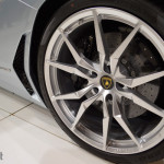Op de stand van Lamborghini vind je naast een Gallardo tracktoy ook nog eens een brutale Aventador Roadster!