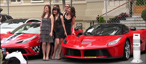 Video: Supercars overspoelen het Prinsendom