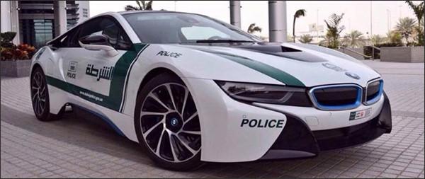 Dubai Police breidt uit: BMW i8!