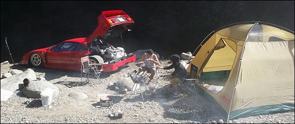 YOLO: Gaan kamperen met een Ferrari F40