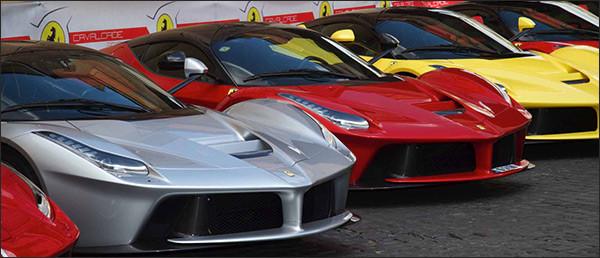 Video: 15x Ferrari LaFerrari's te Rome [Ferrari Cavalcade]