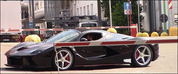 Video: De Ferrari LaFerrari Spider geeft een teken van leven
