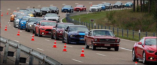 Video: 1.326 Ford Mustang's breken wereldrecord in Lommel (2019)