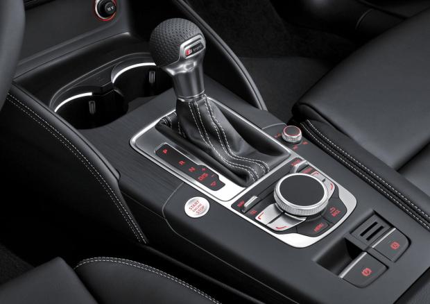 Gelekt nieuwe audi a3 interieur for Audi a3 onderdelen interieur