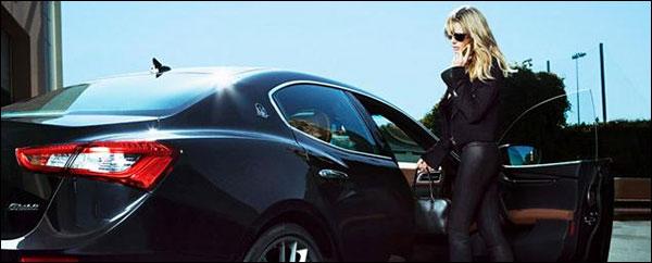 Heidi Klum doet het in een Maserati