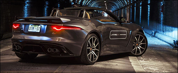Video: Jaguar F-Type SVR laat zijn V8 brullen in New York