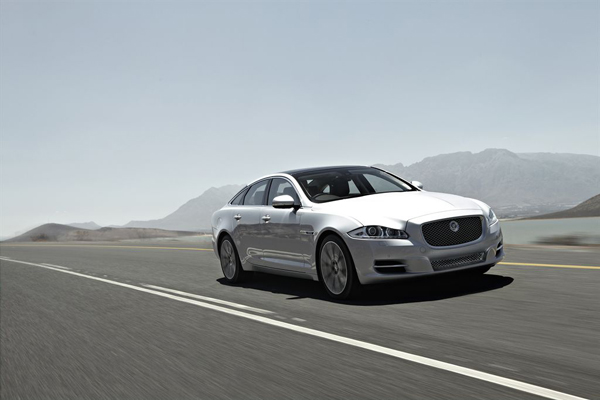 Jaguar XJ L 2.0 i4 2013 Test