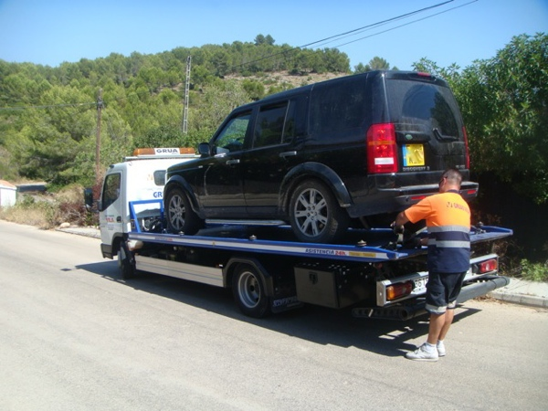 Land Rover Discovery Broken Down