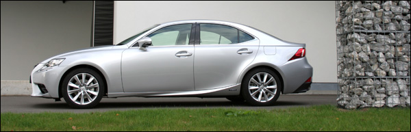 Lexus IS300h 2013 test