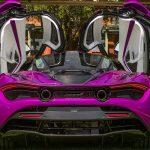 Michael Fux heeft een paarse McLaren 720S én Rolls Royce Dawn