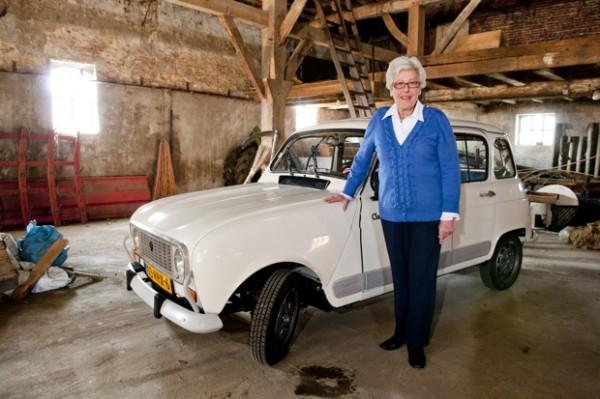 Oma Hilde Renault 4