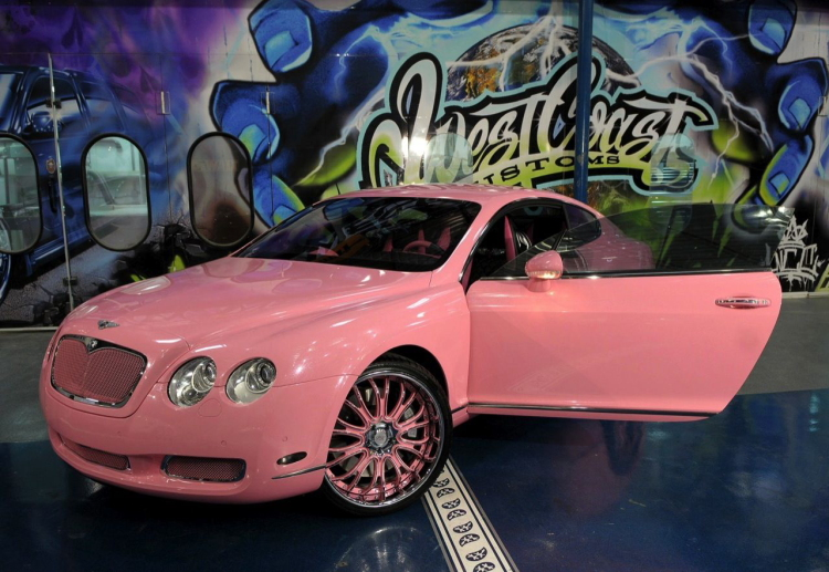 | Paris Hilton's Roze Bentley met bumperschade GroenLicht.be