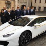 Paus Franciscus krijgt een Lamborghini Huracan LP610-4