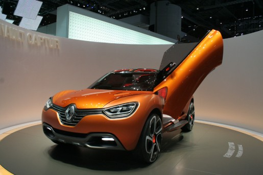 Renault Captur R Space Concept X on Alfa Romeo Roadster
