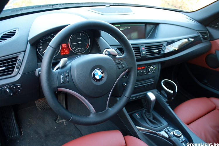 Rijtest bmw x1 xdrive23d for Interieur x1