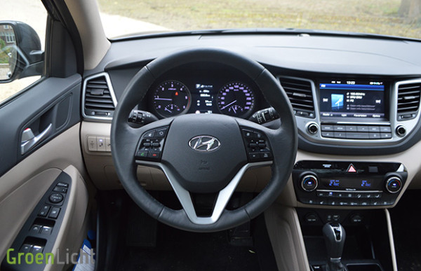 Rijtest hyundai tucson 2 0 crdi awd executive for Interieur hyundai tucson
