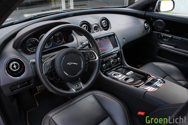 Rijtest - Jaguar XJR 14