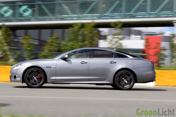 Rijtest - Jaguar XJR 32