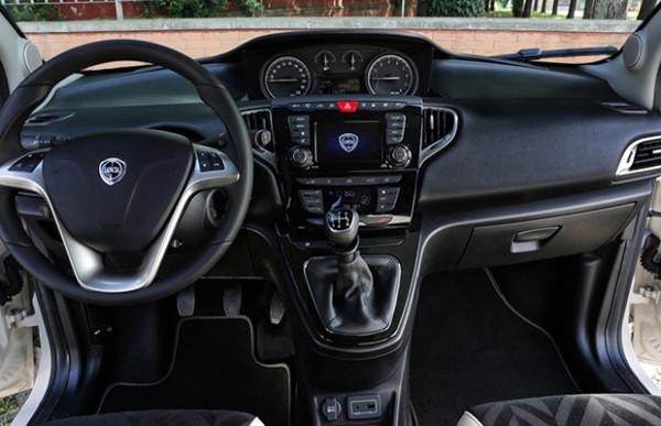 Rijtest Lancia Nuova Ypsilon 1.2 (2016) 01