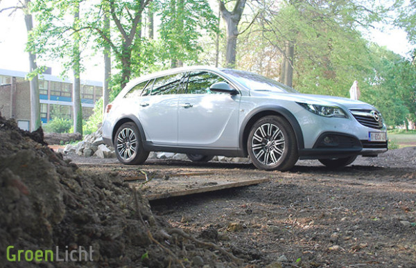 Rijtest Opel Insignia Country Tourer 2013 2.0 Turbo 4x4 01
