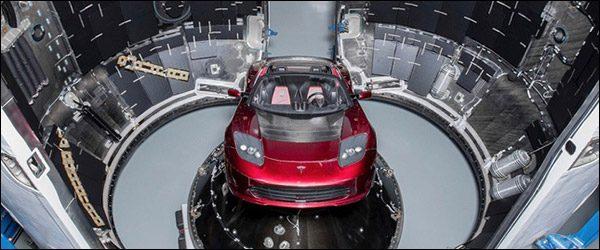 Elon Musk zijn Tesla Roadster gaat de ruimte in met de SpaceX Falcon Heavy
