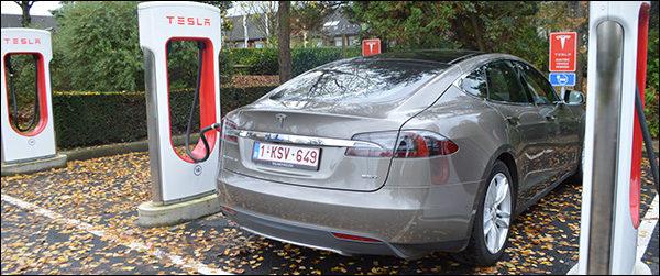 Vierde Belgische Tesla Supercharger staat in Diegem