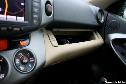 Nieuwe Toyota RAV4 rijtest interieur