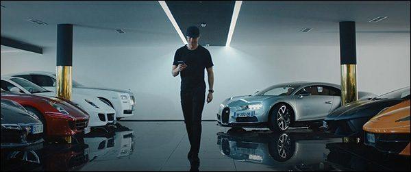Video: Cristiano Ronaldo keurt de Bugatti Chiron