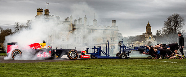 Video: Red Bull F1 Racing RB8 vs rugbyteam