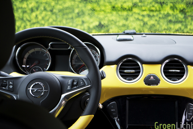 Rijtest opel adam slam 1 4 for Interieur opel adam