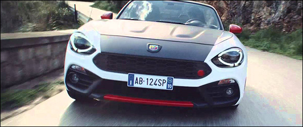 Video: Abarth 124 Spider knalt door de bergen