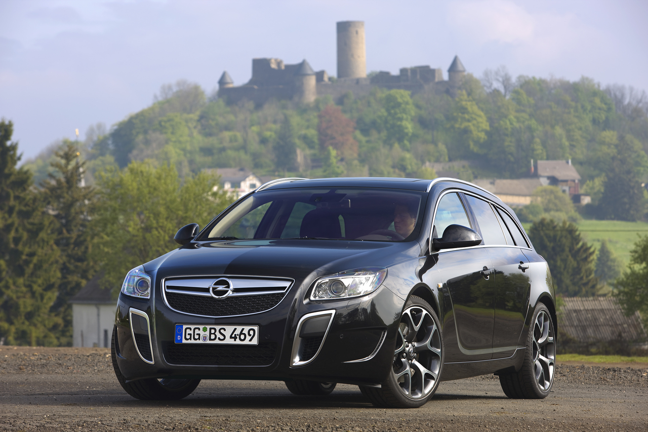opel insignia opc sports tourer auto wallpapers. Black Bedroom Furniture Sets. Home Design Ideas
